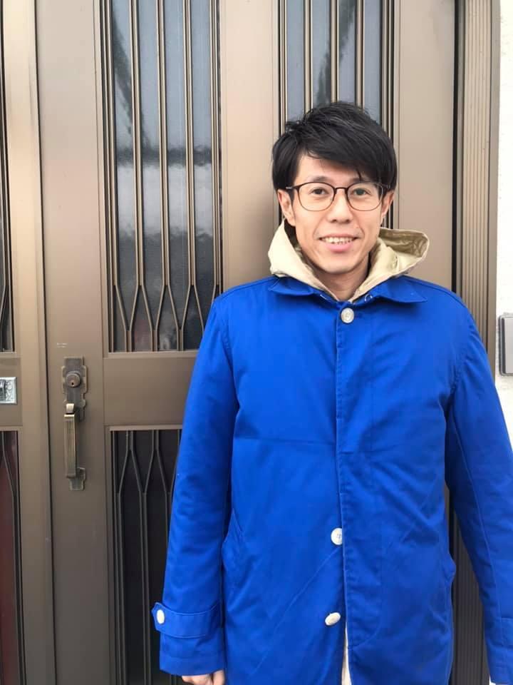 青いコートで選挙応援